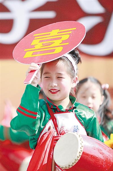 童心中国梦绘画作品有红旗